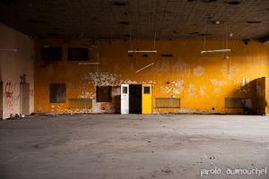Vieux gymnase abandonné de l'Institut Doréa